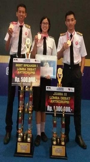 SMA Kristen 2 Binsus Tomohon Juara 3 Nasional Debat Anti Korupsi